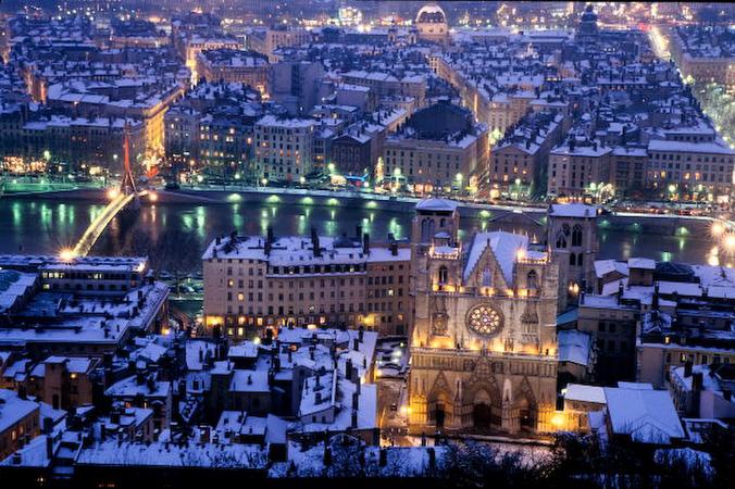 Lyon_Primatiale_Saint_Jean_Sous_la_Neige_2_