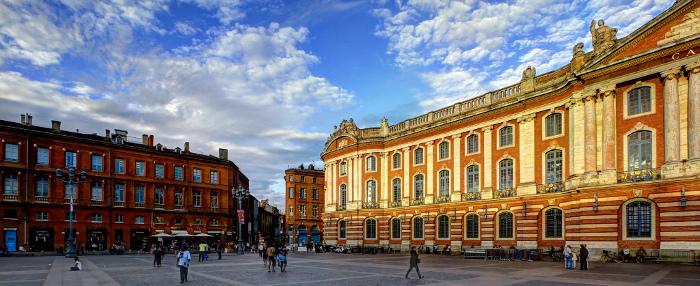 Toulouse en un jour voyager au centre de la terre for Toulouse piscine